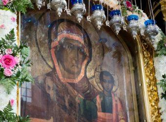Малая вечерня с акафистом Божией Матери у чудотворного Смоленского образа «Одигитрия»