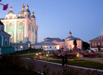 Сонм архиереев возглавил вечернее богослужение праздника Одигитрии в Успенском соборе