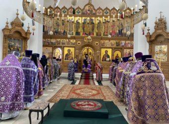 Преосвященный Мелетий совершил Литургию Преждеосвященных Даров в Богородице-Скорбященском кафедральном соборе г. Десногорска