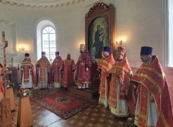 В Светлый Вторник Преосвященный Мелетий совершил Божественную Литургию в Рождества-Богородичном храме г. Рославля
